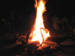 Qué hermoso fuego, alto y brillante...